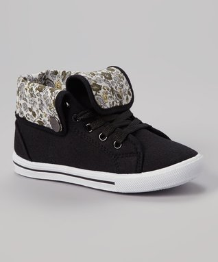 Ameta Corporation Black Star Studded Sneaker
