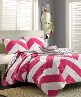 Pink Zigzag Brittany Quilt Set