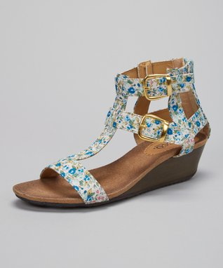 Walks on the Beach: Women's Shoes