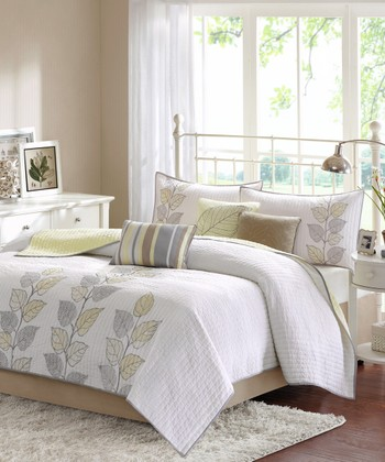 White & Yellow Leaves Quilt Set