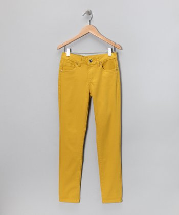 Model A Black And Yellow Skinny Jeans Outfit For Women With Long Black Boots Needs A Carefully Colored Balance To Pull Off